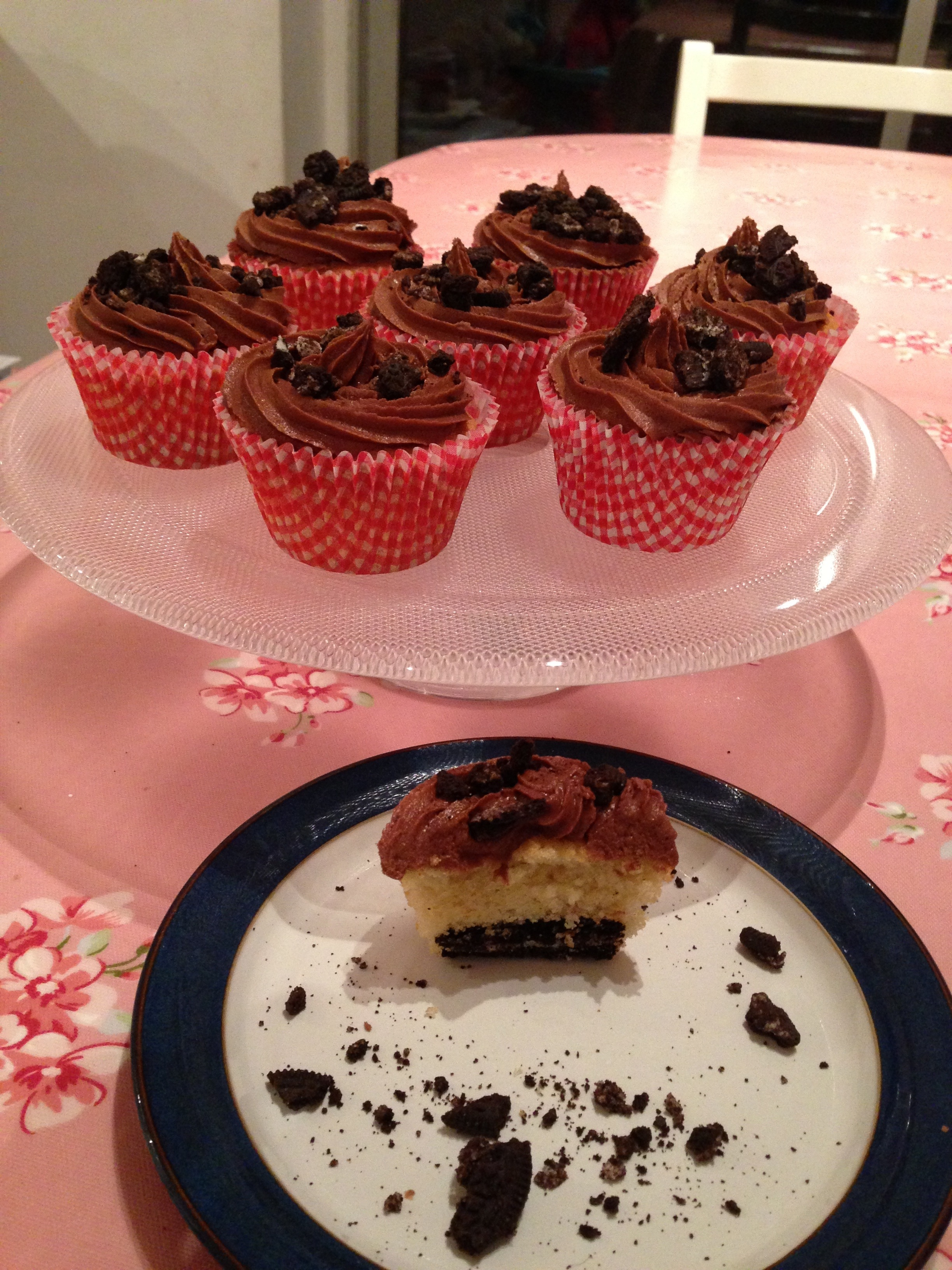 Hidden Oreo Valentine's Cupcakes